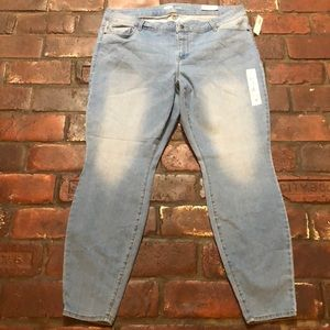NWT Old Navy Super Skinny Jeans Size 20